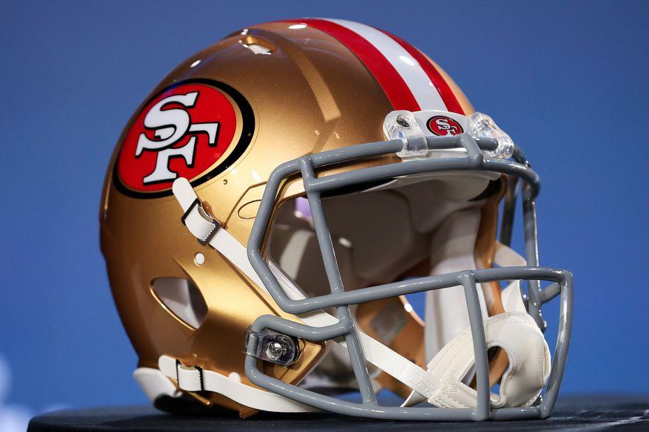 El casco dorado de los 49ers de San Francisco es uno de los clásicos en la NFL.