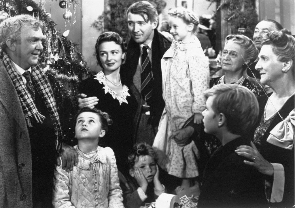 "James Stewart interpreta a George Bailey (centro) en el clásico de 1946 ""It's A Wonderful Life"", en Prime."