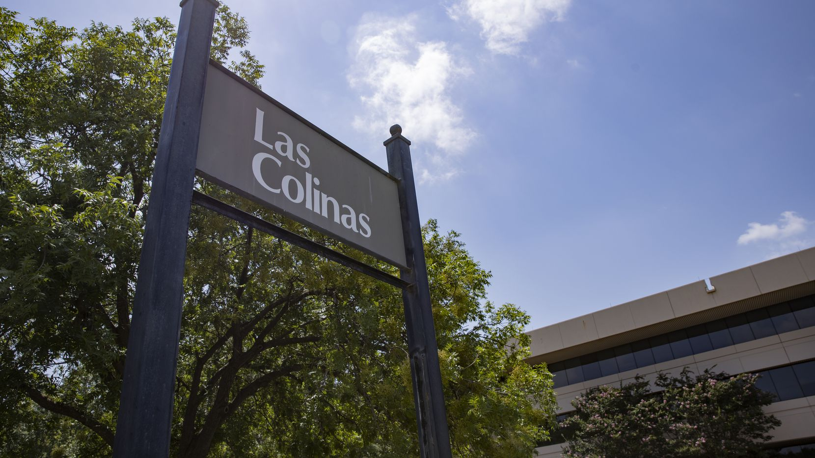 The exterior of the Las Colinas at 2901 Kinwest Parkway on July 1, 2020 in Irving. (Juan Figueroa/The Dallas Morning News)
