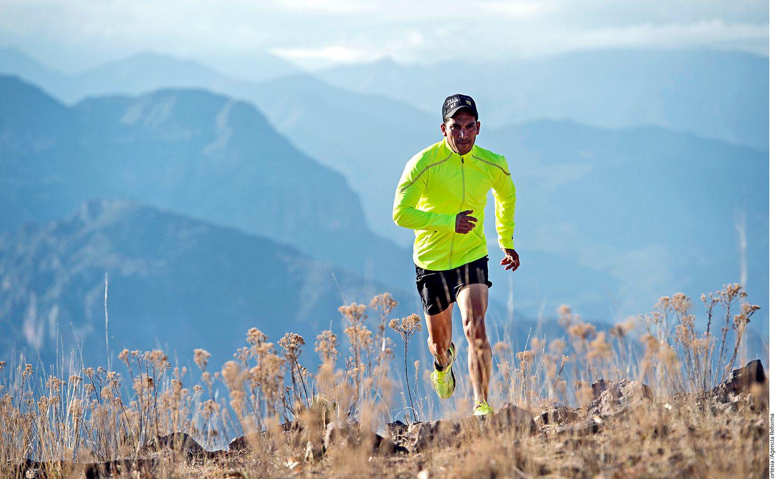 Para culminar el proyecto 4 Desiertos, Corriendo al Extremo, Daniel Almanza, ultramaratonista regiomontano de 35 años, recorrió aproximadamente mil kilómetros en total a través del Sahara (en Namibia), el de Gobi (en China), el de Atacama (en Chile) y la Antártida. Foto AGENCIA REFORMA