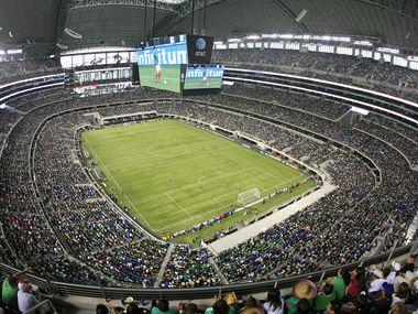 El AT&T Stadium de Arlington se mostró repleto durante un juego de la Copa Oro de 2013.