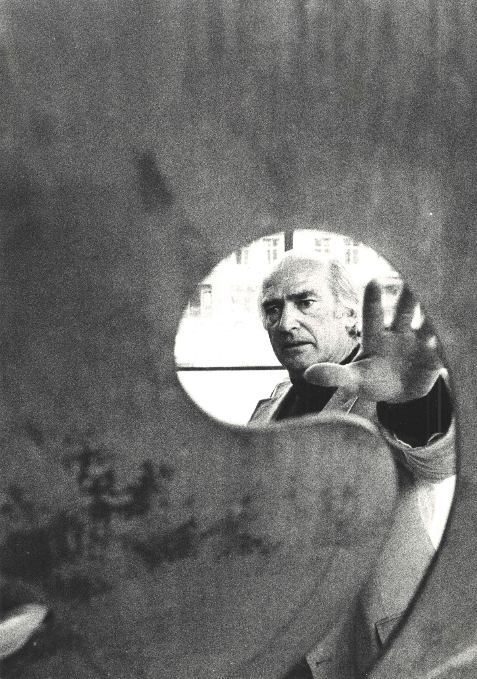 Harry Bertoia, c. 1970s. Photo: courtesy Harry Bertoia Foundation and the Nasher Sculpture Center