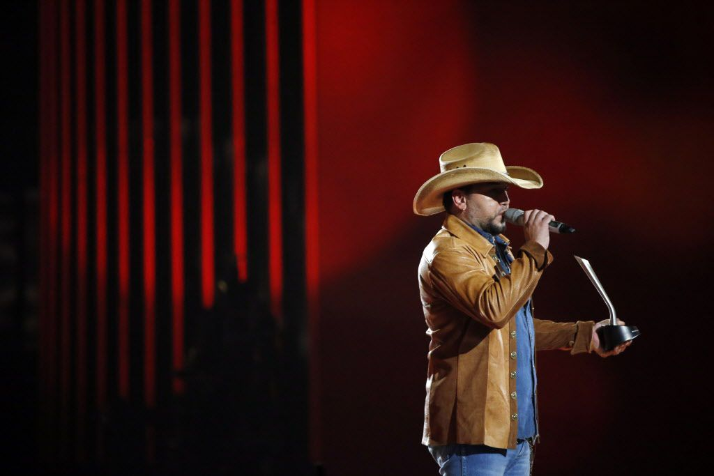 Jason Aldean receives the Male Vocalist of the Year award during the 2015 Academy of Country Music Awards Sunday, April 19, 2015 at AT&T Stadium in Arlington, Texas.