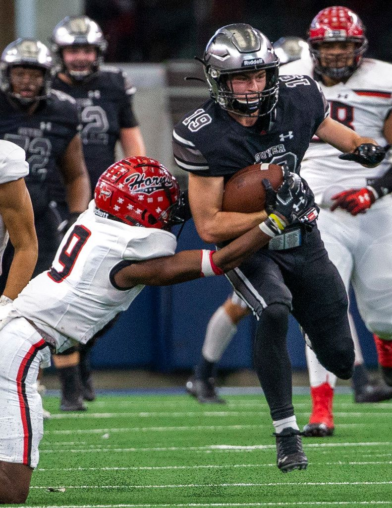 Denton Guyer wide receiver Seth Meador (19) tries to break past Cedar Hill corner back Amarian Williams during the fourth quarter of a Class 6A Division II area-round high school football playoff game at the AT&T Stadium in Arlington, Texas, on Saturday, November 23, 2019. (Lynda M. Gonzalez/The Dallas Morning News)