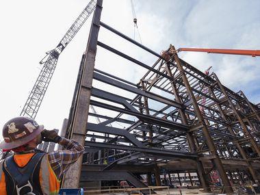 La construcción del nuevo estadio de beisbol de los Rangers de Texas en Arlington.