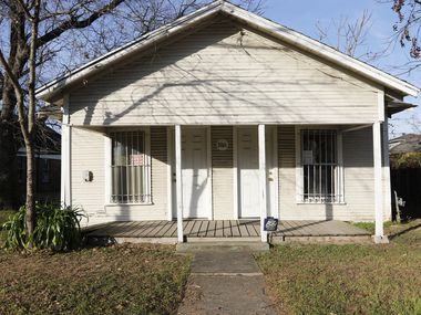 This is the house on North Winnetka Avenue where, 87 years ago this very week, Clyde Barrow shot to death a Fort Worth sheriff's deputy named Malcolm Davis. The Wesley-Rankin Community Center wants it moved or, worst case, demolished.