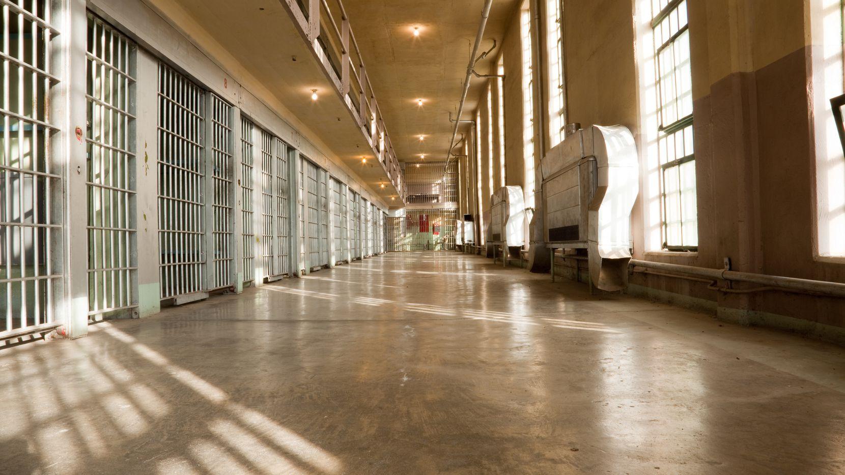 Algunos presos sí pueden votar, otros no.