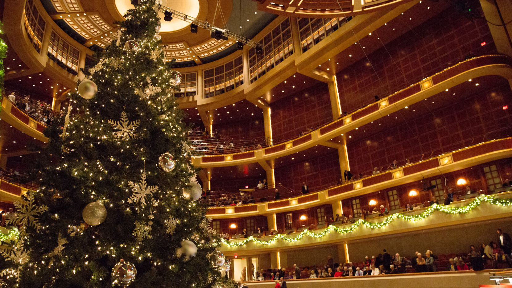 """The Dallas Symphony Orchestra gets into the holiday spirit with its """"Christmas Pops"""" shows."""