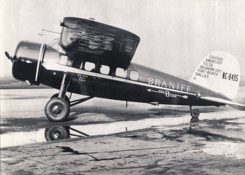 A six-seat Lockheed Vegas used by Braniff in 1930