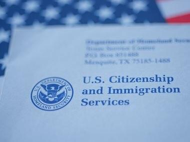 Una carta enviada por el Servicio de Inmigración y Ciudadanía.