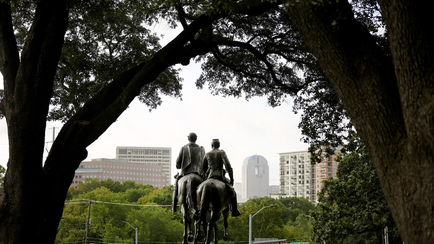 A view of the statue of Confederate general Robert E. Lee at Robert E. Lee Park in the Oak Lawn neighborhood of Dallas Wednesday, August 16, 2017. Andy Jacobsohn/The Dallas Morning News)