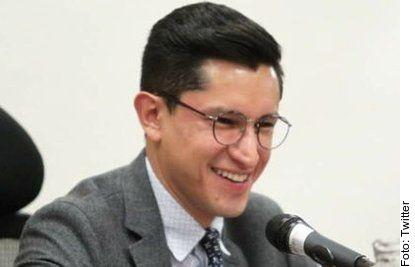 Roberto Velasco Álvarez, vocero de la Cancillería, dio positivo a Covid-19, por lo que estará aislado y trabajando desde casa.