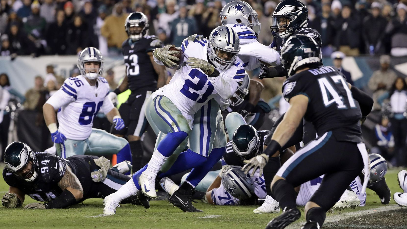 Ezekiel Elliott y los Cowboys vencieron 27-20 a los Eagles el domingo. (AP/Matt Slocum)