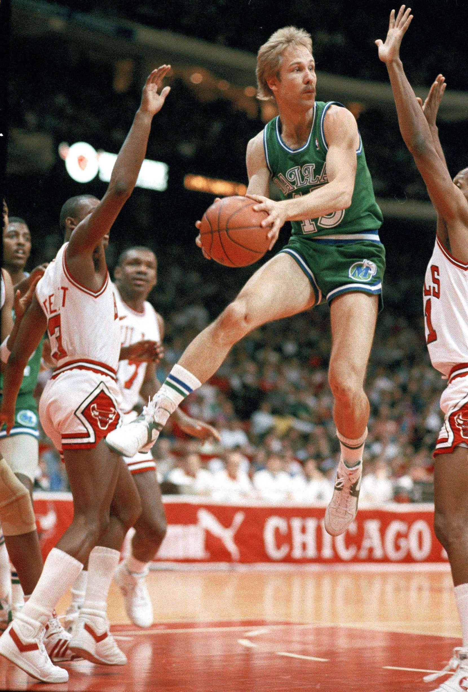 Dallas Mavericks guard Brad Davis (15) pulls down a rebound Sunday March 8, 1967 in Chicago against Chicago Bulls' Elston Turner (21) and Sedale Threatt (3). The Bulls defeated the Mavericks 115-105 in overtime.   (AP PhotoMark Elias)