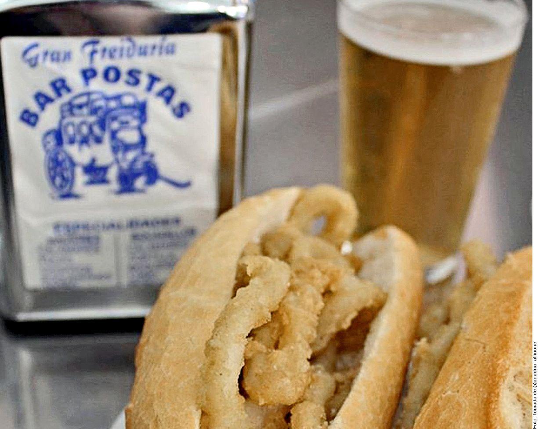 Si visitar el Bar Postas, en Madrid, España, no dudes en pedir el Bocata o bocadillo de calamares.