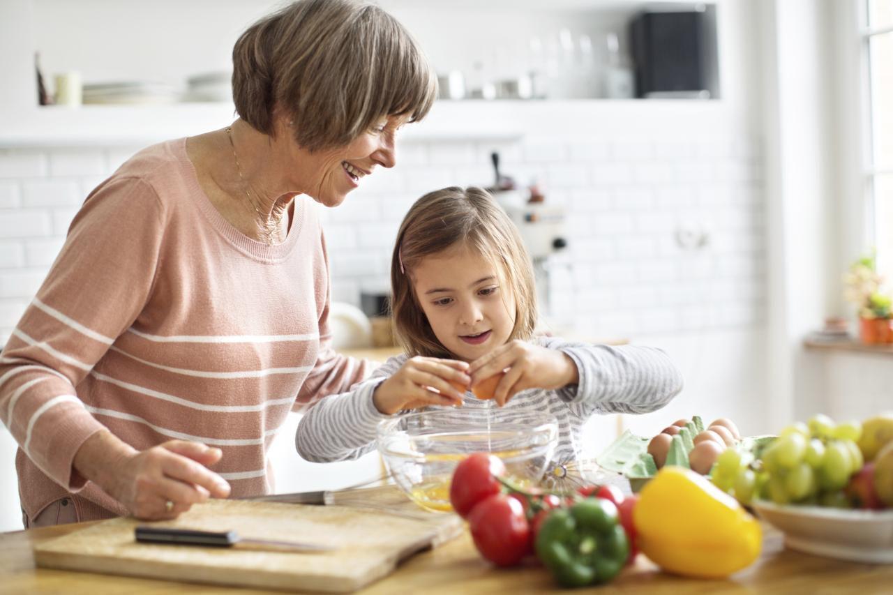 Comer en casa ayuda a ahorrar dinero , comer alimentos más sanos, y pasar más tiempo con la familia./iSTOCK