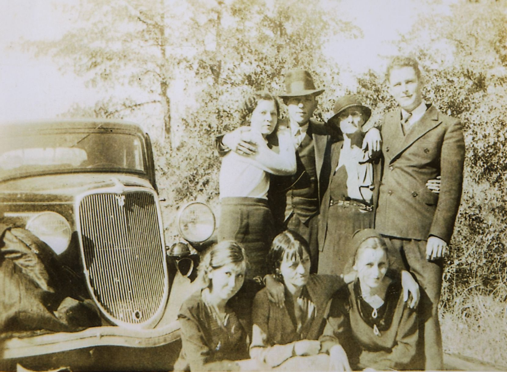 A Barrow family gathering in West Dallas in the Trinity River bottom. Clyde Barrow is second from the left in the top row. (Photo: Buddy Barrow)