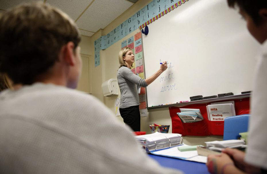 Teacher Lisa Hamilton decodes a word with students during a multi sensory approach class for students with dyslexia at Richardson ISD's Bowie Elementary School in Dallas on April 13, 2016. (Rose Baca/The Dallas Morning News