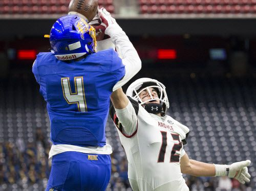 Argyle corner back Spencer Cullen (12) breaks up a pass intended La Vega wide receiver Parrish Cobb (4) during the first half of the Class 4A Division I state championship football game at NRG Stadium on Friday, Dec. 18, 2015, in Houston. (Smiley N. Pool/The Dallas Morning News)