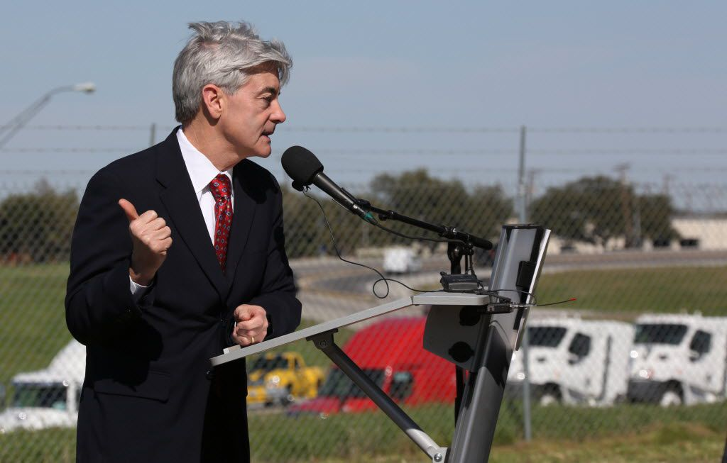 Texas Department of Transportation board commissioner Victor Vandergriff attends the groundbreaking of the Interstate 30 and State Highway 360 interchange in Arlington in 2016.