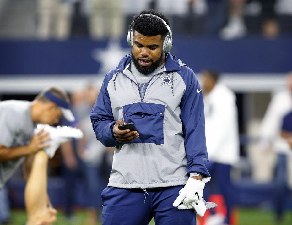 The Cowboys' Ezekiel Elliott walked the field during warmups before last Sunday's game against Philadelphia. (Tom Fox/Staff Photographer)