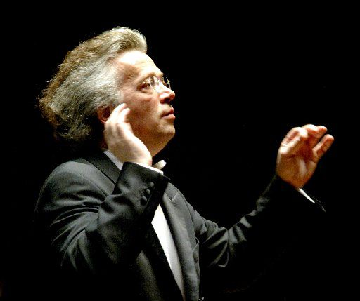 Principal guest conductor Claus Peter Flor directs the Dallas Symphony Orchestra in 2005.