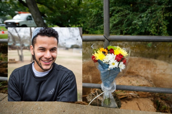 Flores yacen en el lugar donde el estudiante Alan Amaya fue arrastrado por las aguas durante una inundación el viernes en el el campus de la Universidad de Texas en Arlington. TOM FOX/DMN
