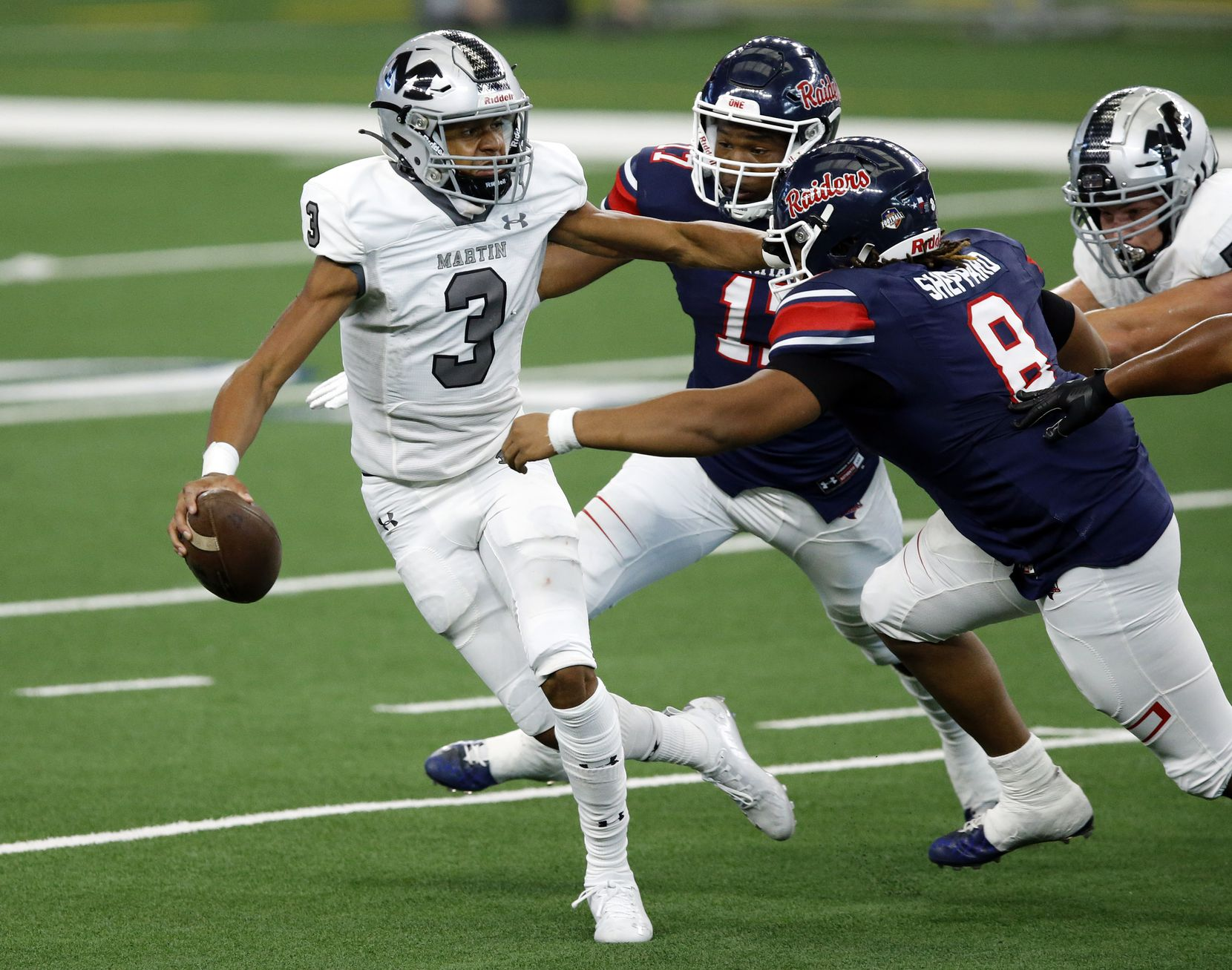 Arlington Martin receiver Cydd Ford tries to elude Denton Ryan defenders Jay Sheppard (8) and Michael Gee (17) on a direct snap during the first half at AT&T Stadium in Arlington, Friday, September 25, 2020. (Tom Fox/The Dallas Morning News)