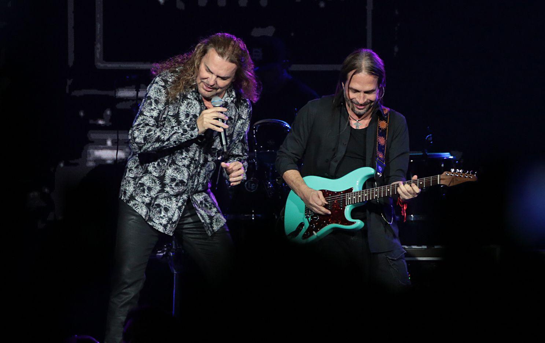 El vocalista Fher y el guitarrista Sergio Vallín del grupo Maná. (FOTO ESPECIAL PARA AL DIA/MARIA R. OLIVAS)