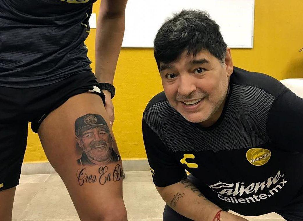Portero del equipo de México Dorados se tatuó la cara de Maradona.