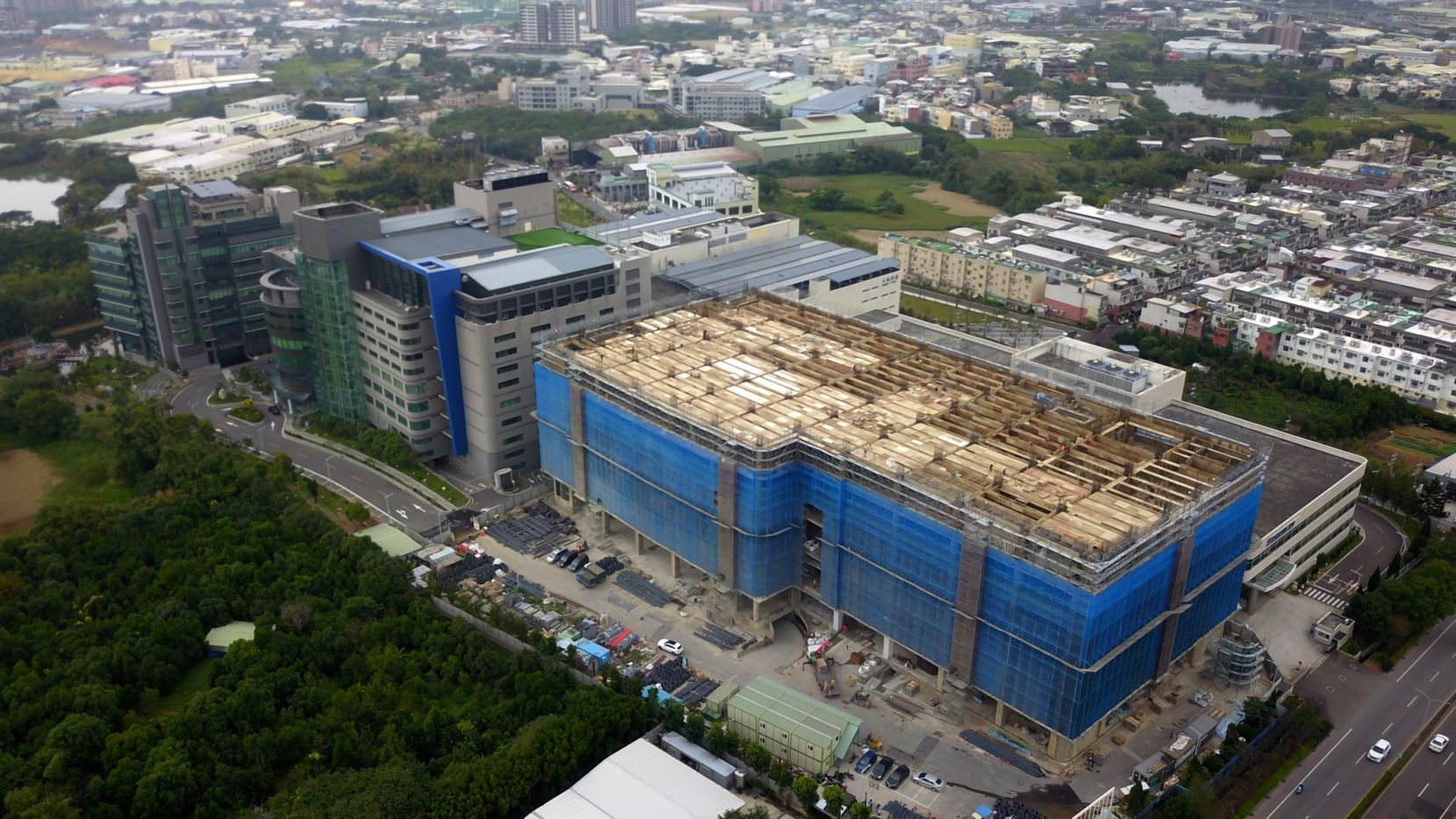 Super Micro Computer Inc., which makes customized servers for large data center clients, is completing its Taiwan campus that will allow it to produce high volumes of cloud servers at lower costs.