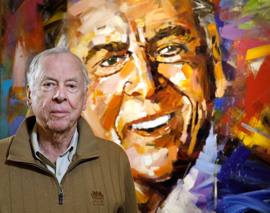 T. Boone Pickens, Chairman and CEO of BP Capital, poses in front of his portrait by Steve Penley in his office on Friday, December 2, 2016. (David Woo/The Dallas Morning News)
