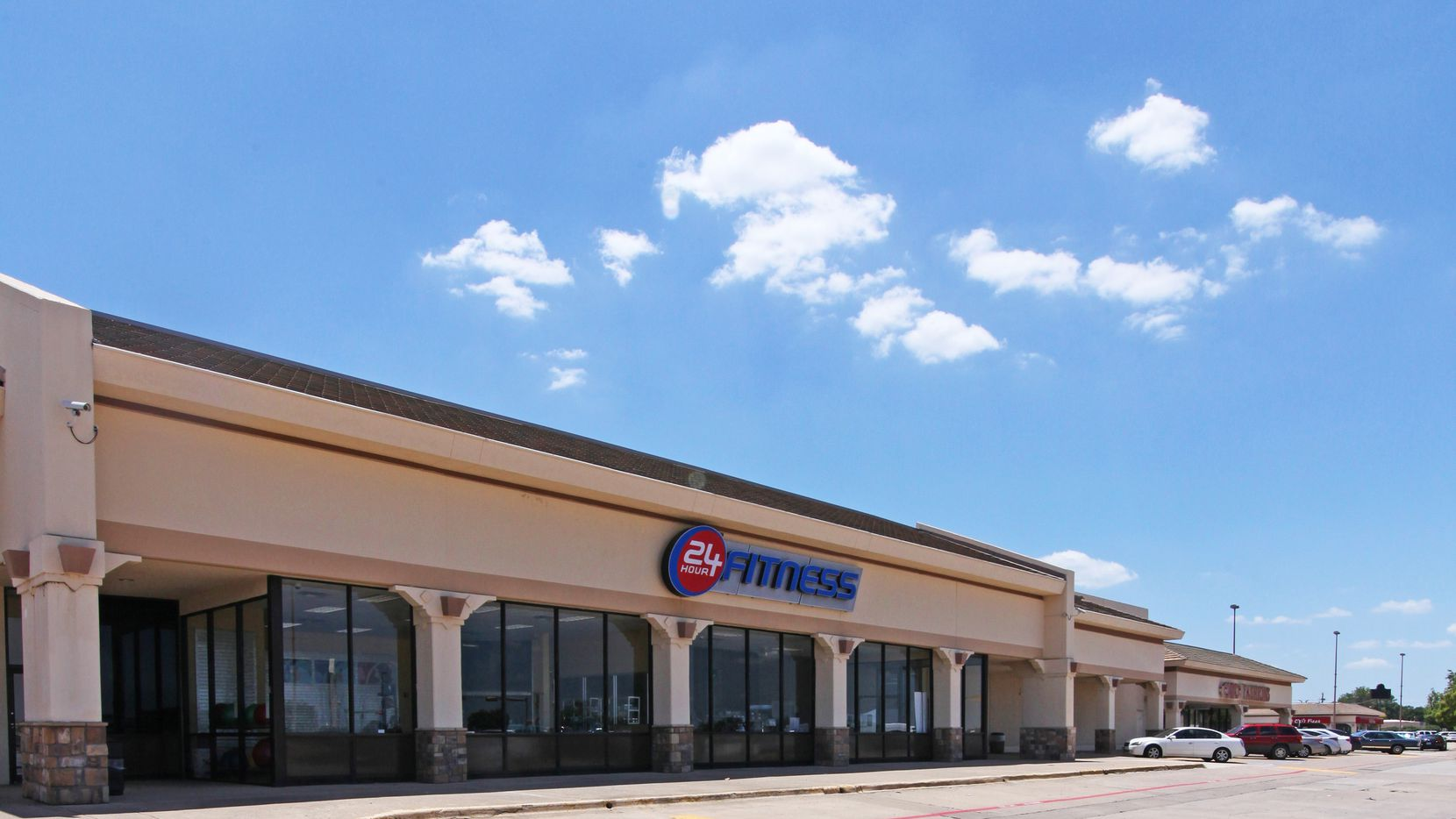 The Valley Square shopping center in Lewisville sold.