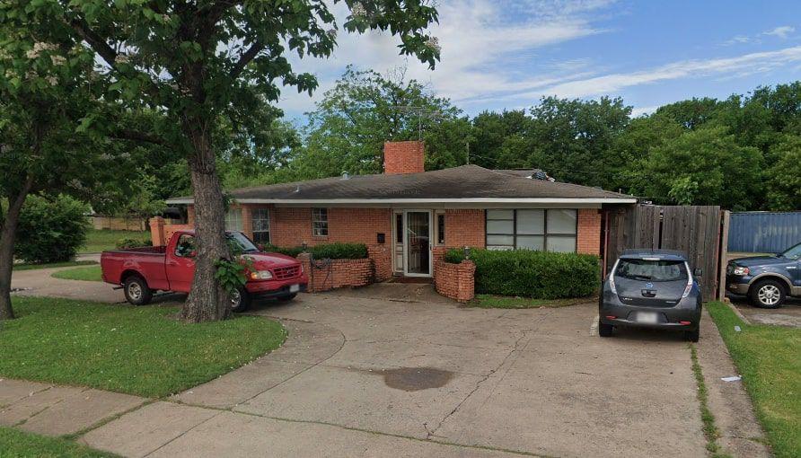 Ésta era la casa que John Porras tenía en Dallas desde hace 30 años, sobre la avenida Marsh Ln.