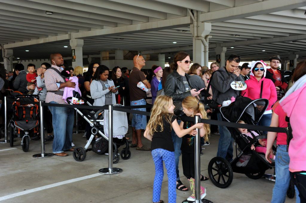 Fans wait in a three hour or longer line at the Hello Kitty Cafe Truck at The Shops at Willow Bend in Plano, TX on March 12, 2016. (Alexandra Olivia/ Special Contributor)
