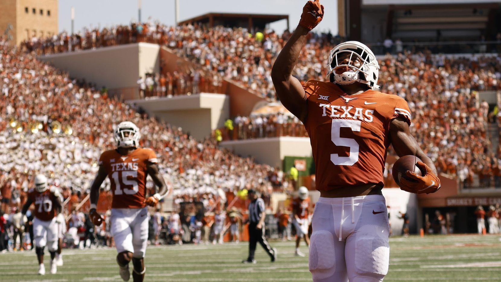 Texas Longhorns running back Bijan Robinson (5) points skyward after scoring a first quarter touchdown against the Louisiana-Lafayette Ragin Cajuns at DKR-Texas Memorial Stadium in Austin, Saturday, September 4, 2021. (Tom Fox/The Dallas Morning News)