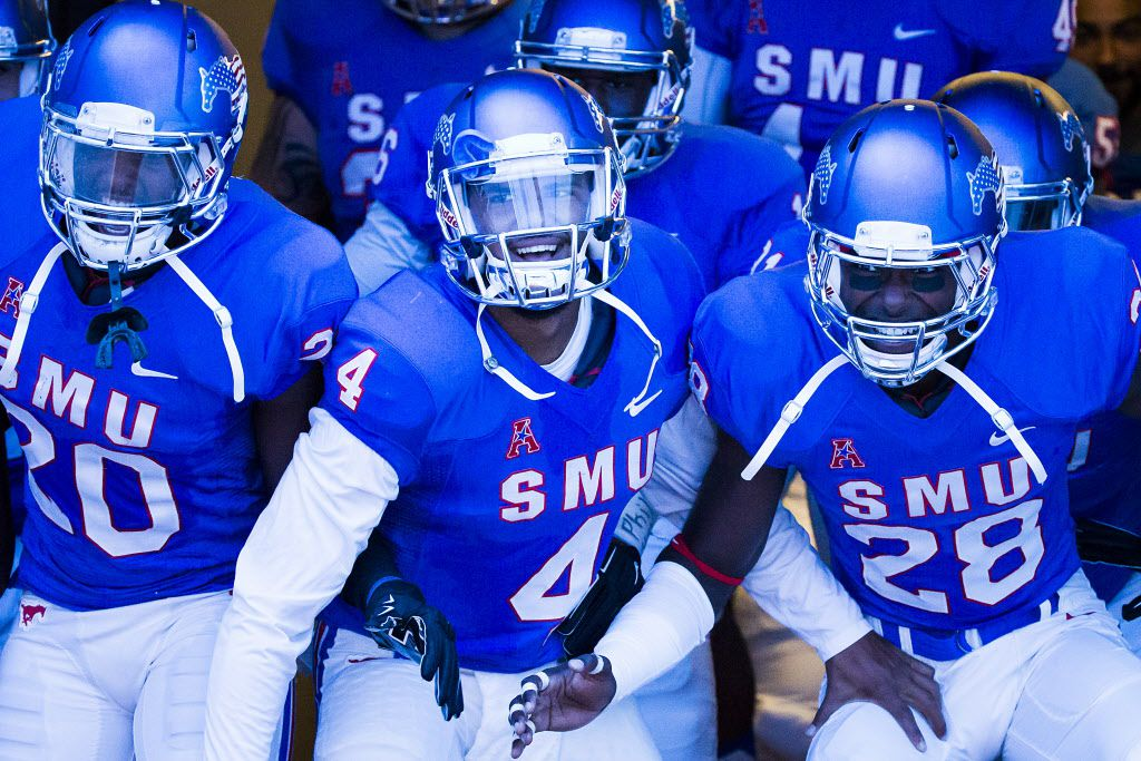 SMU quarterback Matt Davis (4) prepares to take the field with teammates before an NCAA football game against North Texas at Ford Stadium on Saturday, Sept. 12, 2015, in Dallas. (Smiley N. Pool/The Dallas Morning News)
