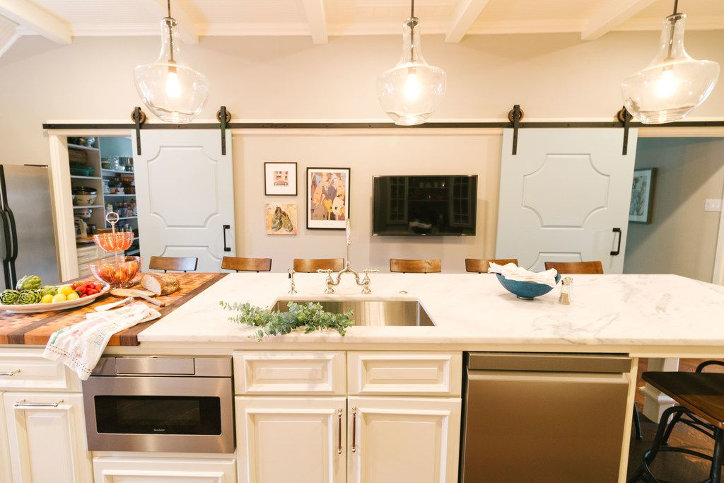 The key to this French-inspired makeover in this kitchen was to add sophistication, but also keeping the space casual and effortless, says designer Tara Lenney.