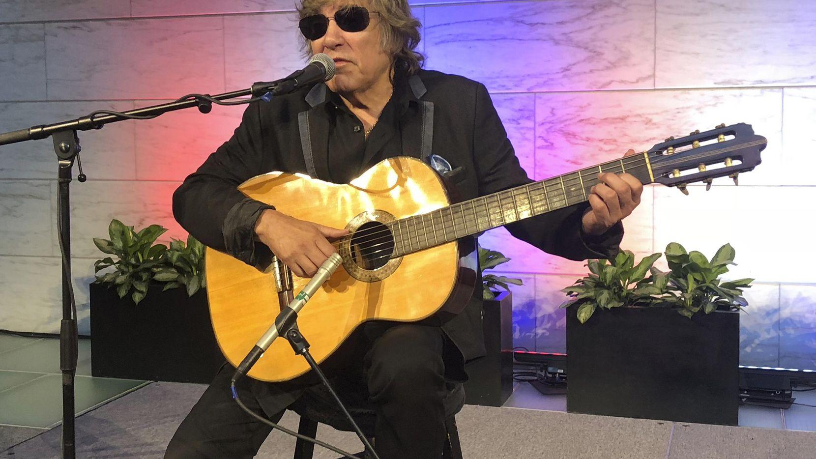 José Feliciano entregó esta guitarra al National Museum of American History en Washington.(AP)