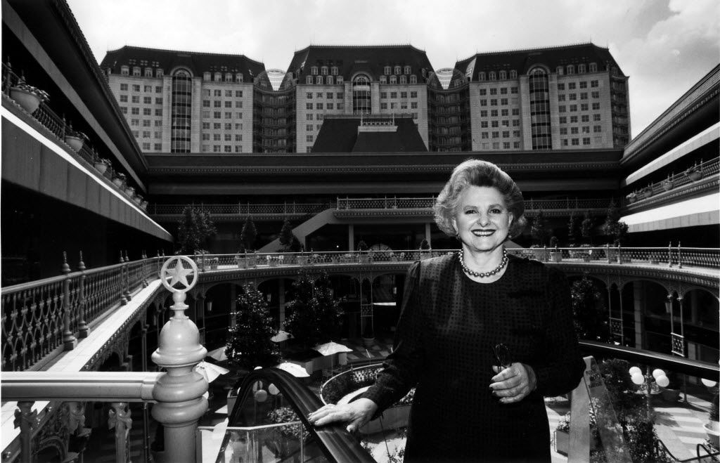 Caroline Hunt rides the outdoor escalator at the Crescent in Dallas in 1991.