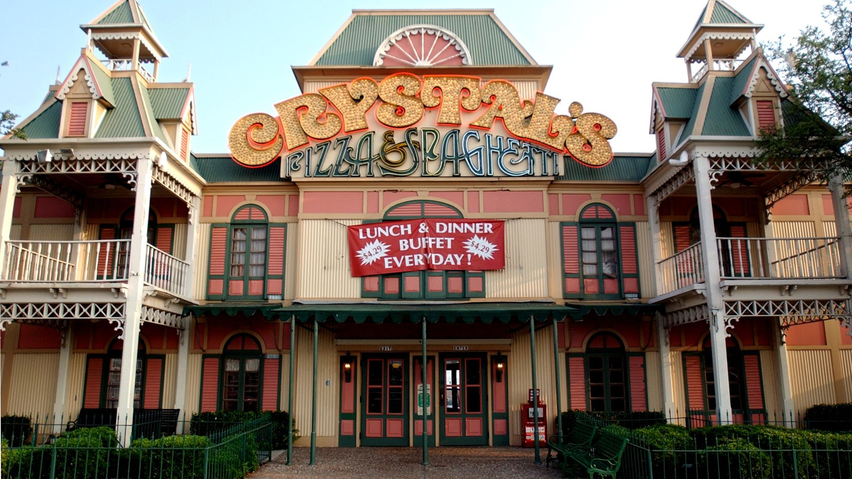 The last remaining Crystal's, in Irving, closed in February 2013