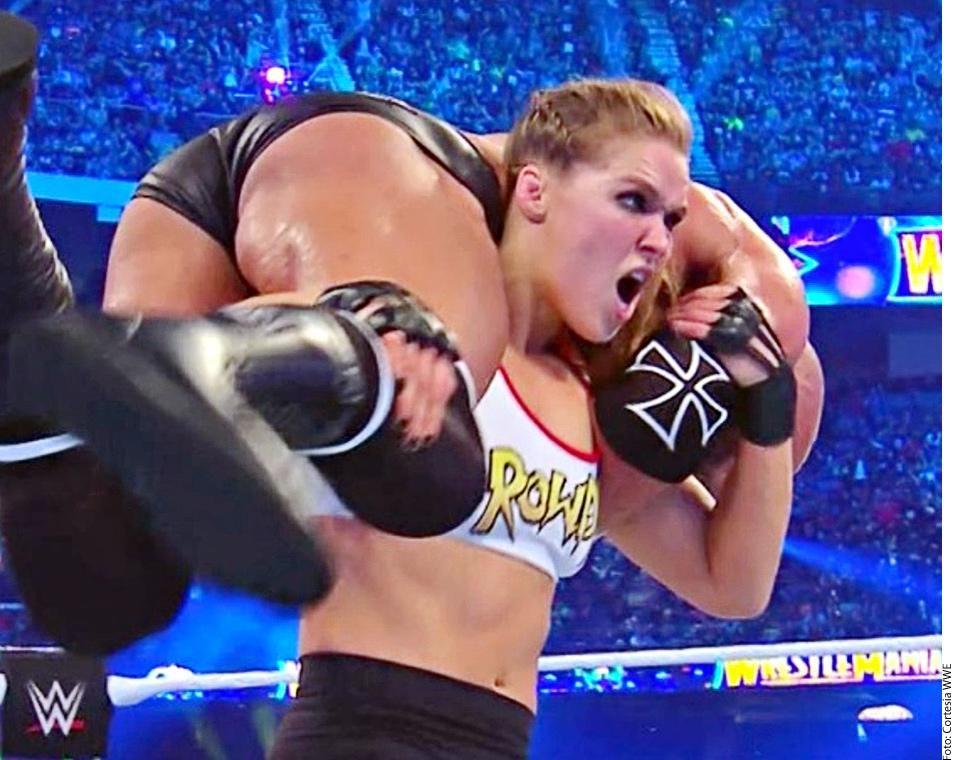 La es campeona de UFC Ronda Rousey debutó en el circuito WWE.(AGENCIA REFORMA)