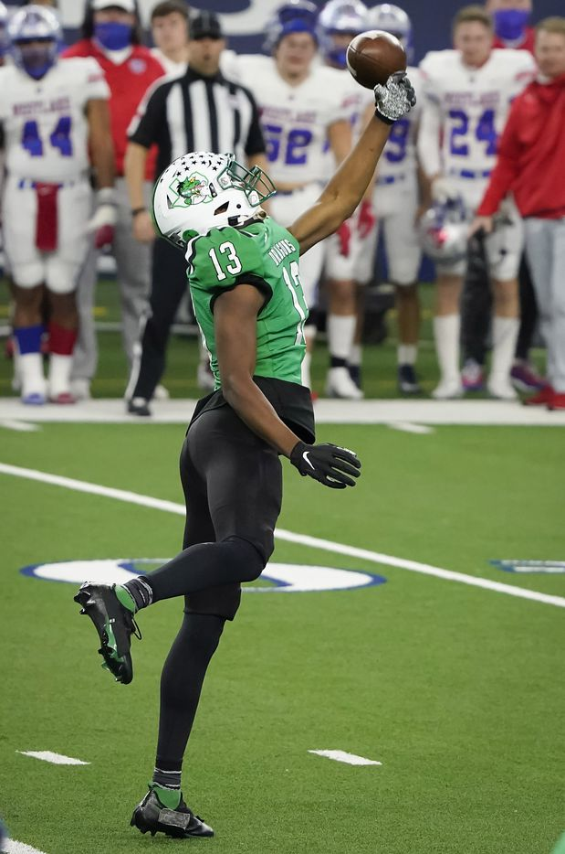 A pass goes of the hands of Southlake Carroll tight end RJ Maryland on a fourth down play during the third quarter of the Class 6A Division I state football championship game against Austin Westlake at AT&T Stadium on Saturday, Jan. 16, 2021, in Arlington, Texas.
