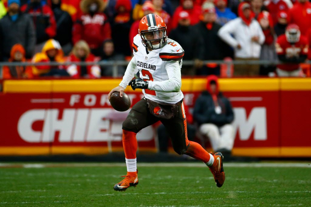 KANSAS CITY, MO - DECEMBER 27:  Johnny Manziel #2 of the Cleveland Browns rolls out of the pocket at Arrowhead Stadium during the fourth quarter of the game against the Kansas City Chiefs on December 27, 2015 in Kansas City, Missouri. (Photo by Jamie Squire/Getty Images)