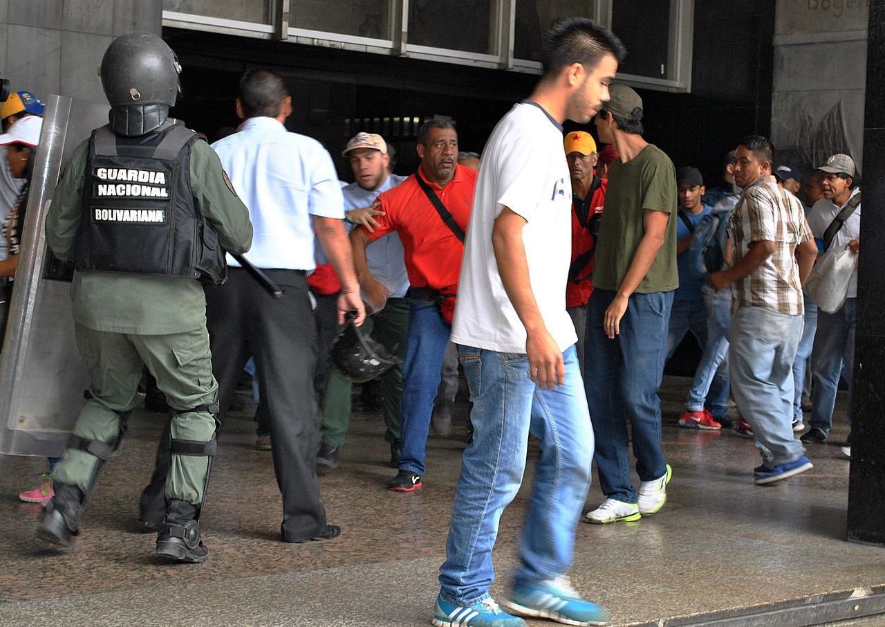 La crisis social se agudiza en Venezuela con una crisis energética. (AFP/GETTY IMAGES/NELSON RIVERO)