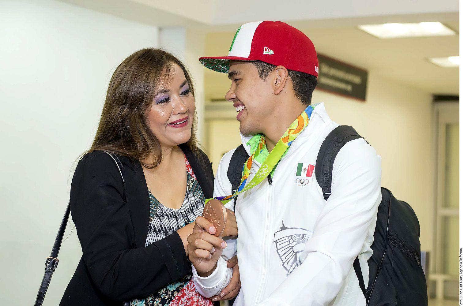 Misael junto a su madre. Fotos AGENCIA REFORMA