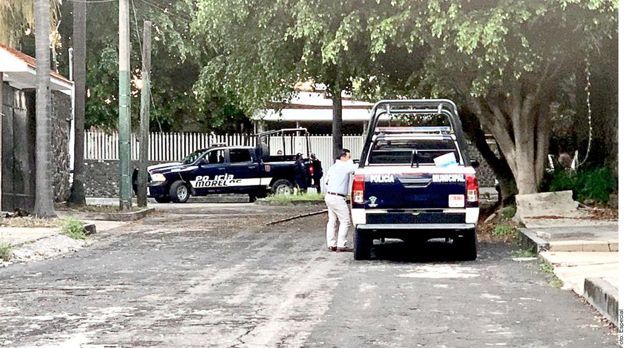 Sujetos armados dispararon ayer contra la residencia del cantante José Manuel Figueroa, ubicada en el fraccionamiento Delicias, sin que se reportaran heridos.