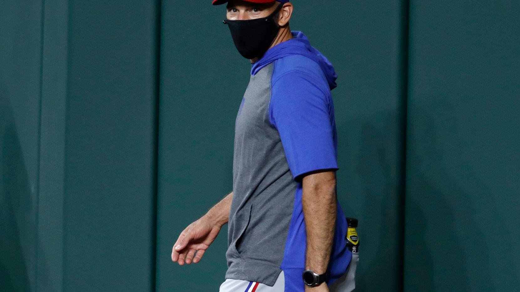 EL mánager de los Texas Rangers, Chris Woodward, advirtió que no tolerará indisciplina en la primera gira de la temporada del equipo.