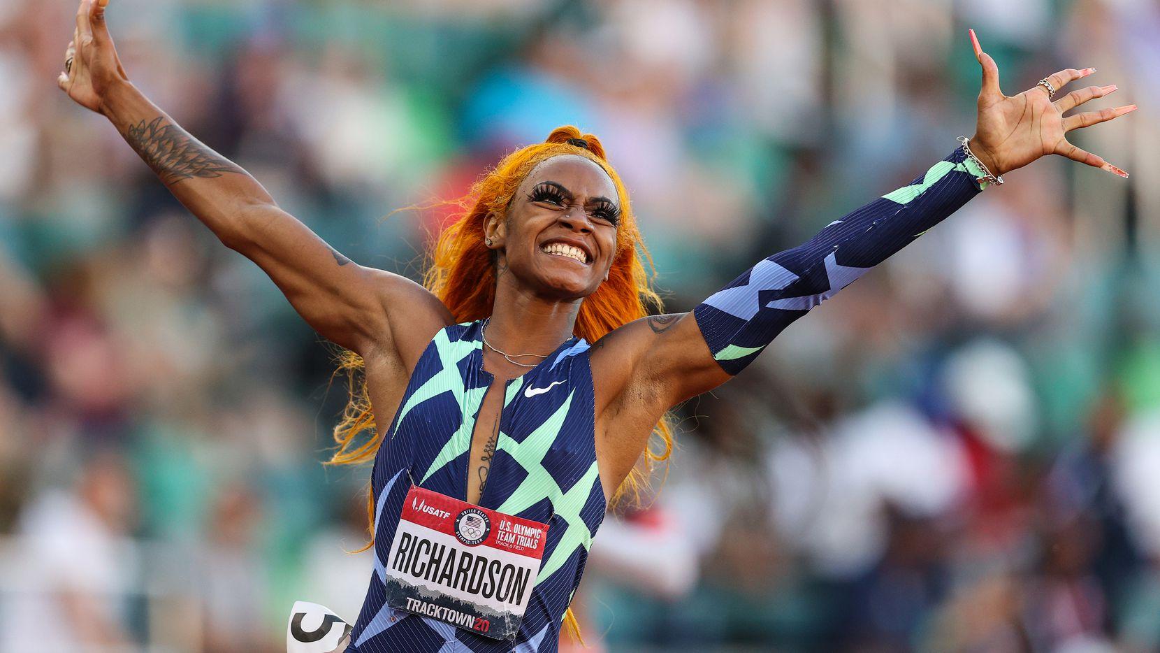 La originaria de Dallas, Sha'Carri Richardson celebra su triunfo en la prueba de los 100 metros planos celebrada el 19 de junio de 2021 en Eugene, Oregon.