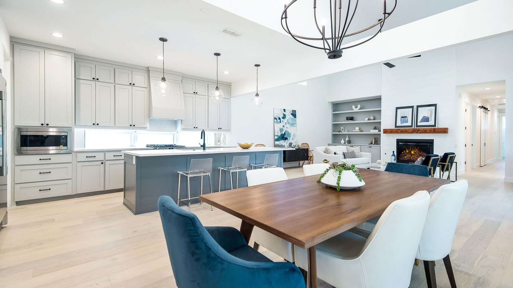 Residences built by Hoffmann Homes at the Abode @ White Rock community in East Dallas include custom cabinets, hardwood flooring and quartz countertops.